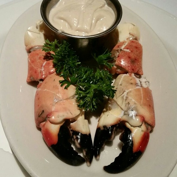 Fresh Florida Stone Crab Claws - Steve Fields Steak and Lobster Lounge, Plano, TX
