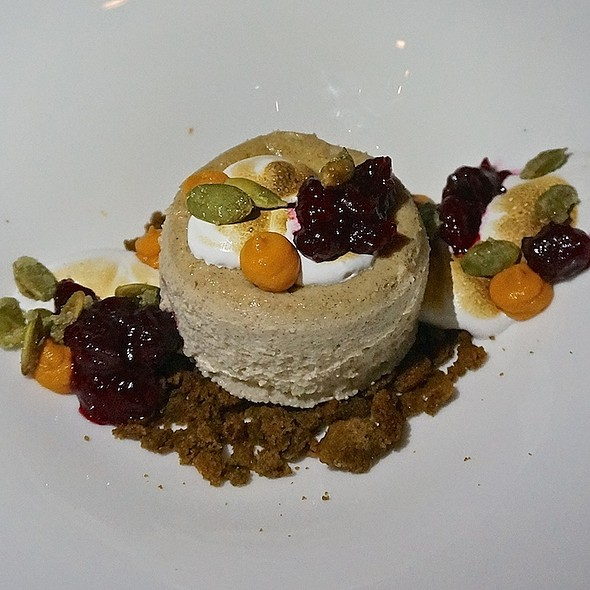 Spiced cheesecake (crème fraîche, cream cheese), gingersnap crumble, sweet potatoes, cranberries, pumpkin seeds, marshmallow - MK The Restaurant, Chicago, IL