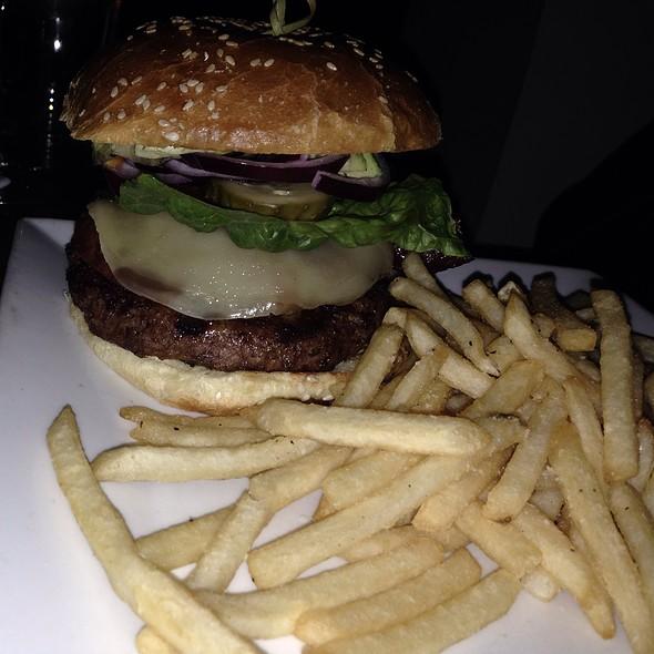California Burger - Bonnie Ruth's Neighborhood Bistro, Frisco, TX