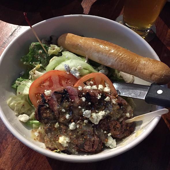 Sirloin Salad - Ram Restaurant & Brewery - Rosemont, Rosemont, IL