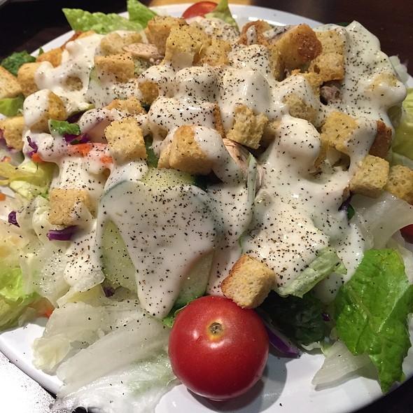 Dinner Salad With Ranch - Izzy's Deli, Santa Monica, CA