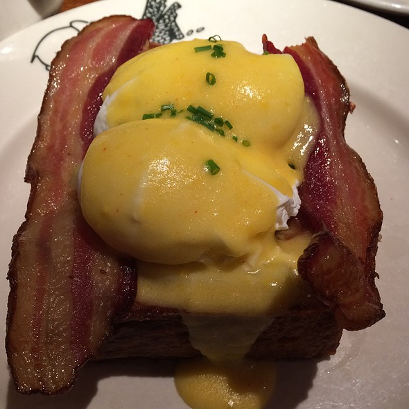 Eggs n' Apples Benedict on French Toast with Bacon - Elephant & Castle - New York, New York, NY