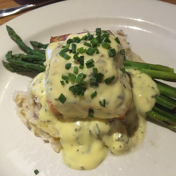 Wild Salmon With Béarnaise Sauce - Scott's Bar & Grill, Edmonds, WA