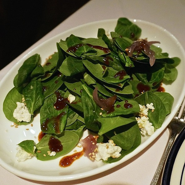 Ensalada de espinaca con queso de cabra - fresh baby spinach salad, goat cheese, toasted sesame seeds, caramelized red onions, chipotle-honey dressing - Salpicón, Chicago, IL