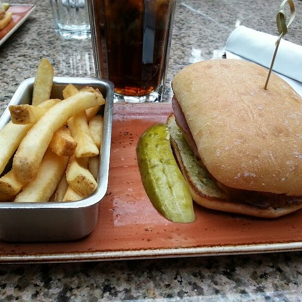 Chicken Sandwich - National Pastime Sports Bar & Grill - Gaylord National, National Harbor, MD