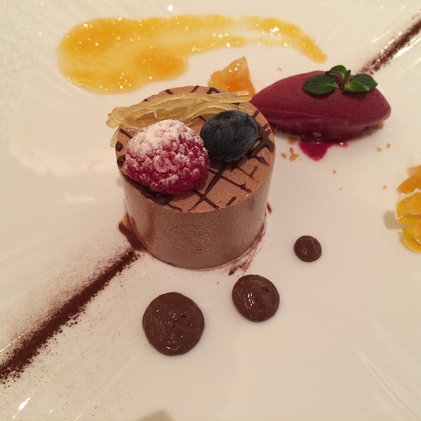 Chocolate Moose With Berry Sorbe - リストランテ カノビアーノ 代官山, 渋谷区, 東京都