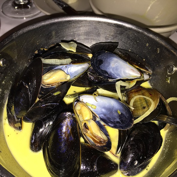 Mouclade Moules - Les Halles, New York, NY
