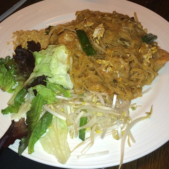 shrimp pad thai - MoCA Asian Bistro - Queens, Forest Hills, NY