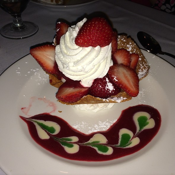 Almond Cookie Cup with Vanilla Ice Cream and Fresh Berries - Black Forest Inn, Stanhope, NJ