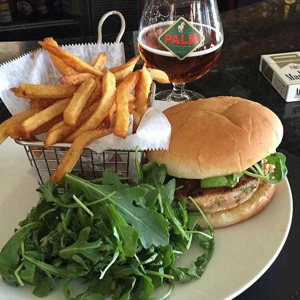 Salmon Burger With Dill Tarter Sauce - Catas, Newark, NJ