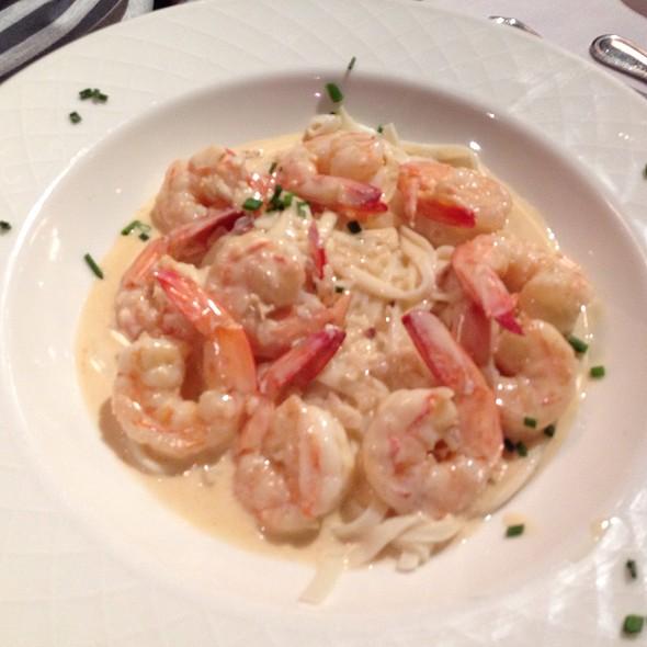 Les Crevettes Poulette Et Pates - Les Folies Brasserie, Annapolis, MD