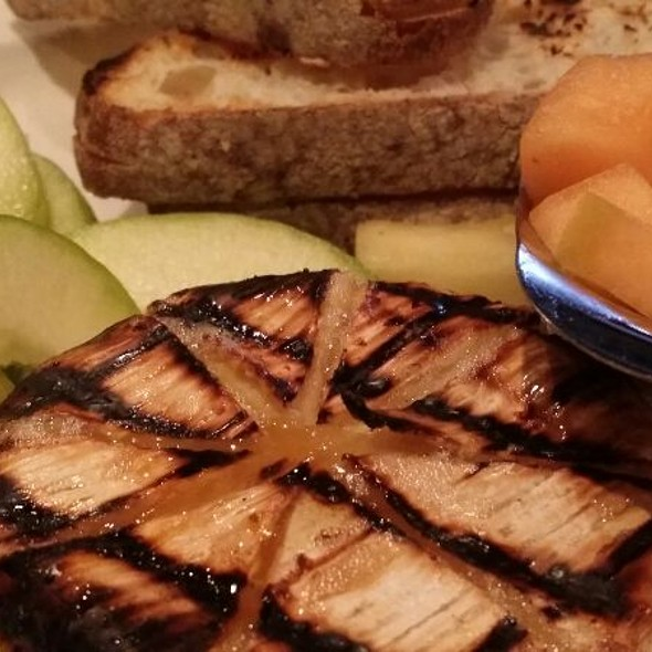Grilled Brie - Ramparts Tavern, Alexandria, VA