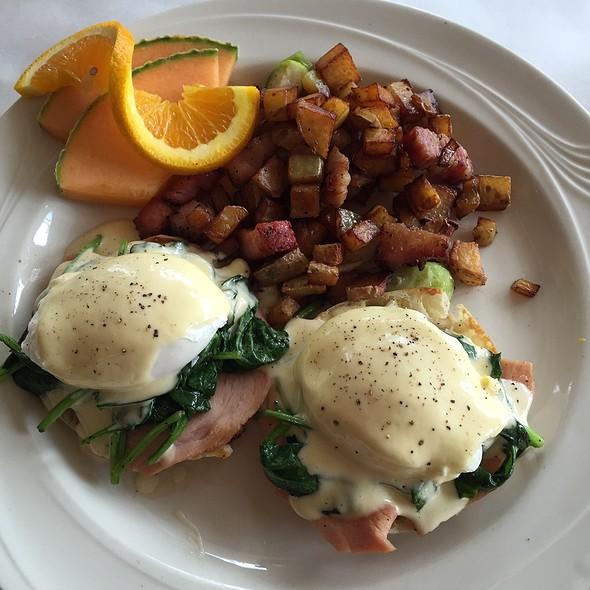 Eggs Benedict - Zin American Bistro, Palm Springs, CA