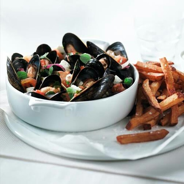 Mussels And Fries - Restaurant l'Academie-Crescent, Montréal, QC