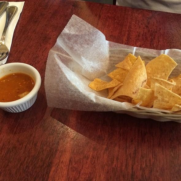 Chips Y Salsa - Noche Mexicana, New York, NY