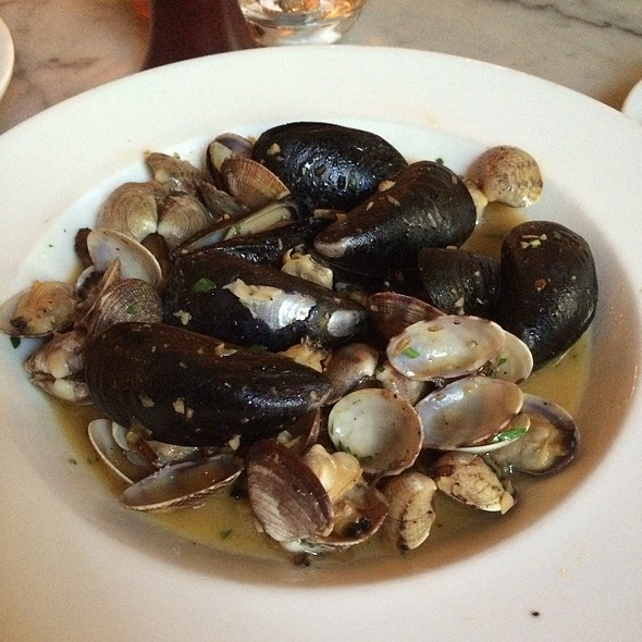 Steamers - Gracie's, Portland, OR