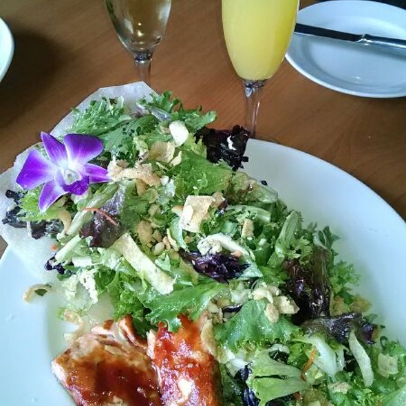 Pacific Rim Salad w/ Skuna Bay Salmon - Scott's Seafood on the River, Sacramento, CA
