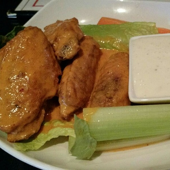 Chicken Wings - Cafe Con Leche / De Noche, Chicago, IL
