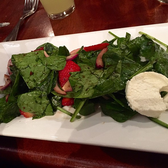 Strawberry Salad - Clyde's at Mark Center, Alexandria, VA