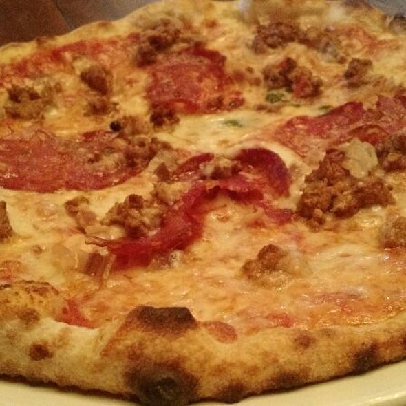 Carnivora Pizza - Mangia & Bevi Resto Bar, Toronto, ON