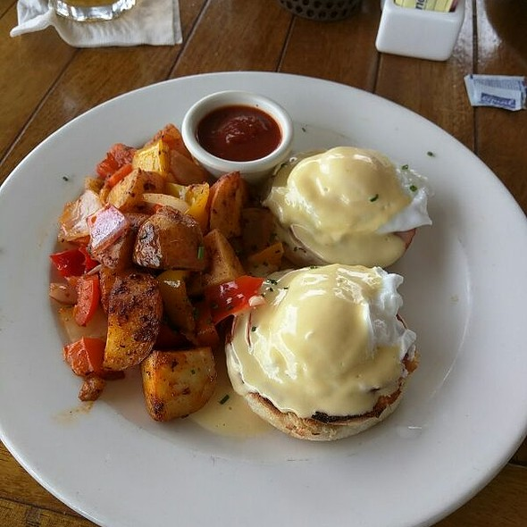 PCG Benedict - Pacific Coast Grill - Cardiff, Cardiff-By-The-Sea, CA