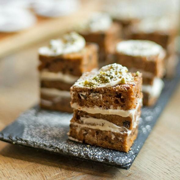 Homemade Cakes - Mele E Pere, London