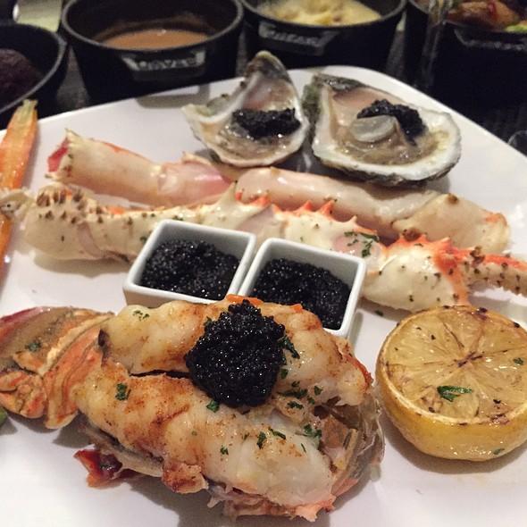 Sterling brunch buffet bally 39 s las vegas las vegas nv for Table 52 brunch dress code