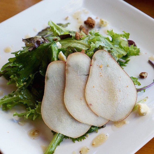 Local greens salad, pear, smoked Rogue River blue cheese, spicy pecans, apple ginger thyme vinaigrette - Allred's Restaurant, Telluride, CO