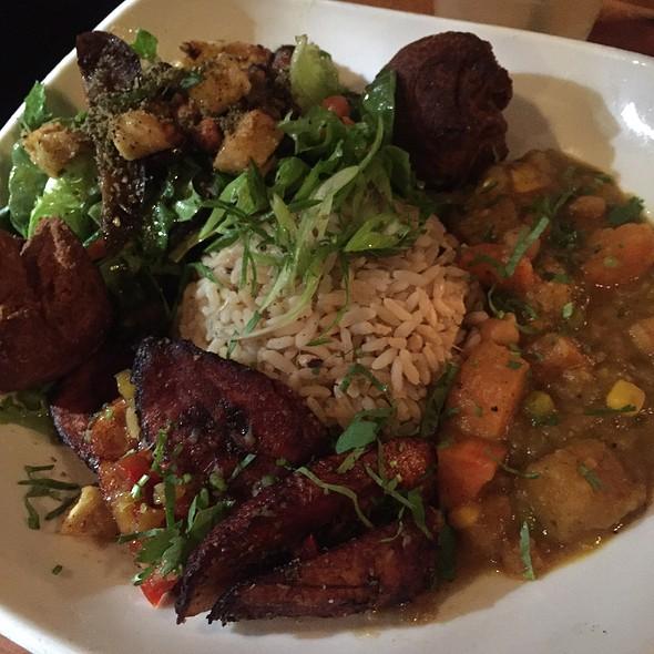 Veggie Plate - Calabash Bistro, Vancouver, BC