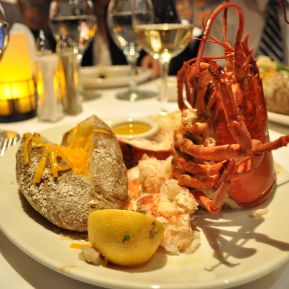 Live Main Lobster - Chart House Restaurant - Boston, Boston, MA