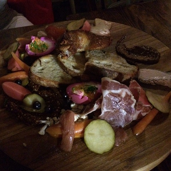 Ploughman's platter - FARMHOUSE Tavern, Toronto, ON