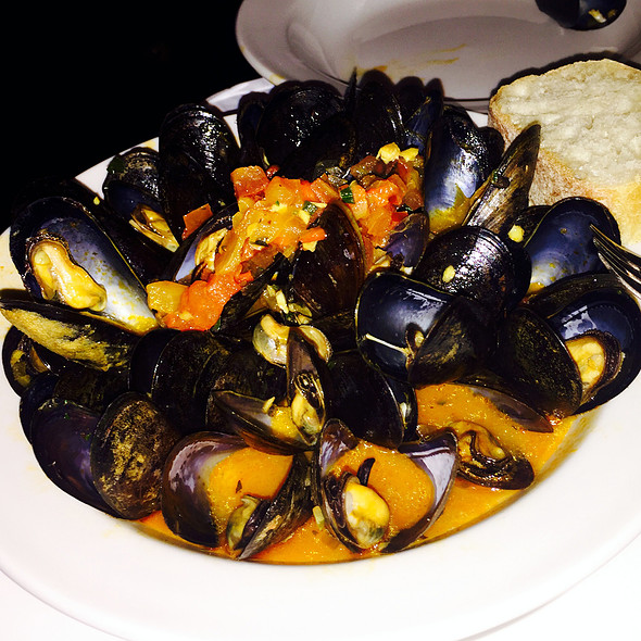 Mussels in Tomato Sauce - RL Restaurant, Chicago, IL