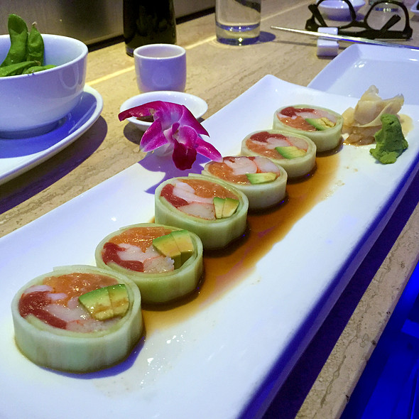 Cucumber Avocado Roll - Jellyfish, Chicago, IL