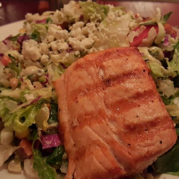 Chopped Salad With Grilled Salmon - Di Pescara, Northbrook, IL