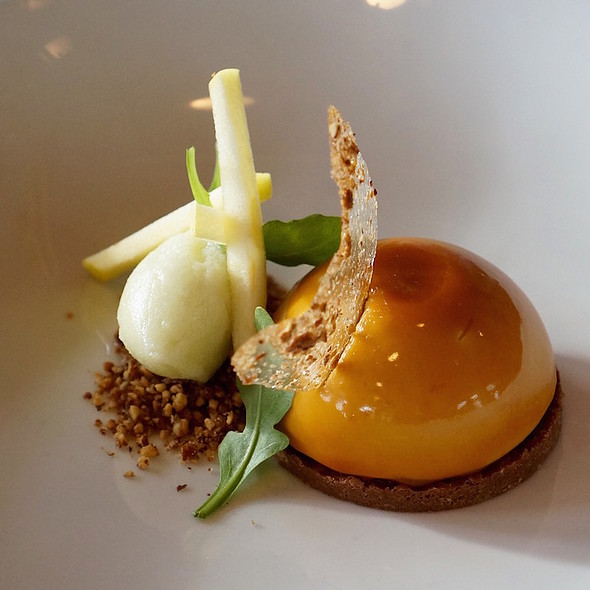 Taffy apple bombe, caramel crémeux, apple butter, pecan feuilletine, granny smith sorbet, sugar tuile - North Pond, Chicago, IL