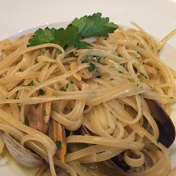 Linguine Alla Vongole - Via Alloro, Beverly Hills, CA