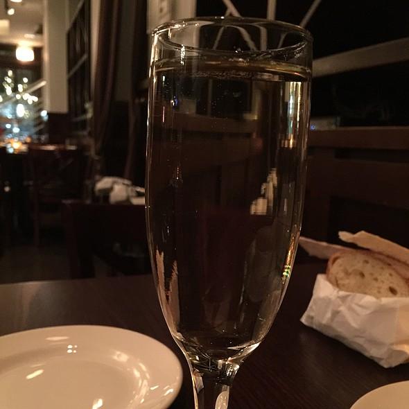 Muscato Wine - Phil Stefani's 437 Rush, Chicago, IL
