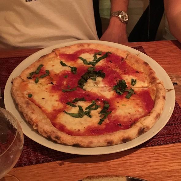 Margherita Pizza - Wolfgang Puck Bar & Grill, Las Vegas, NV