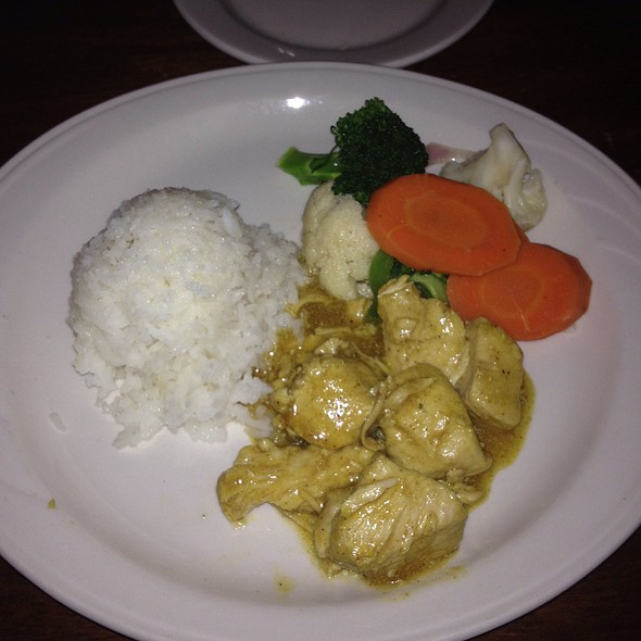 Chicken Curry Served With Rice And Seasonal Vegetables - Gadsby's Tavern, Alexandria, VA