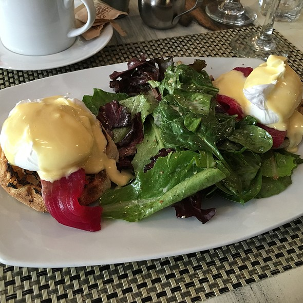 salmon eggs benedict - Industriel, Los Angeles, CA