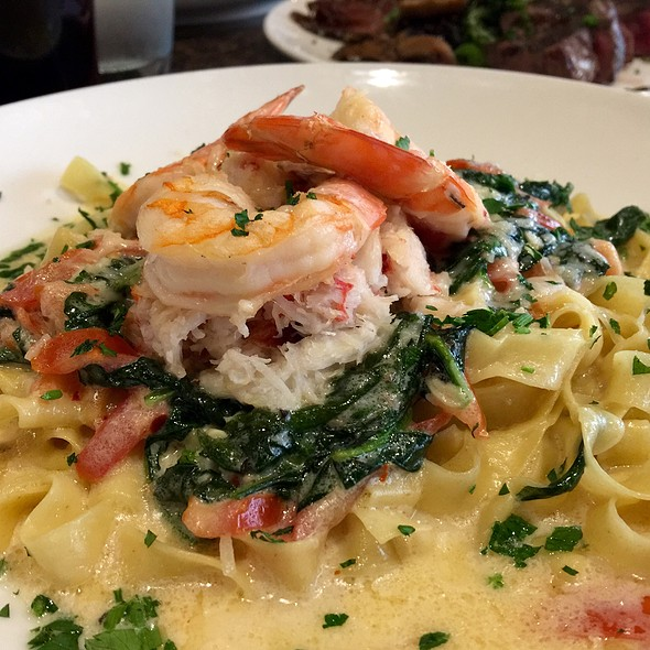 Prawn And Crab Fettuccine - Skates on the Bay, Berkeley, CA