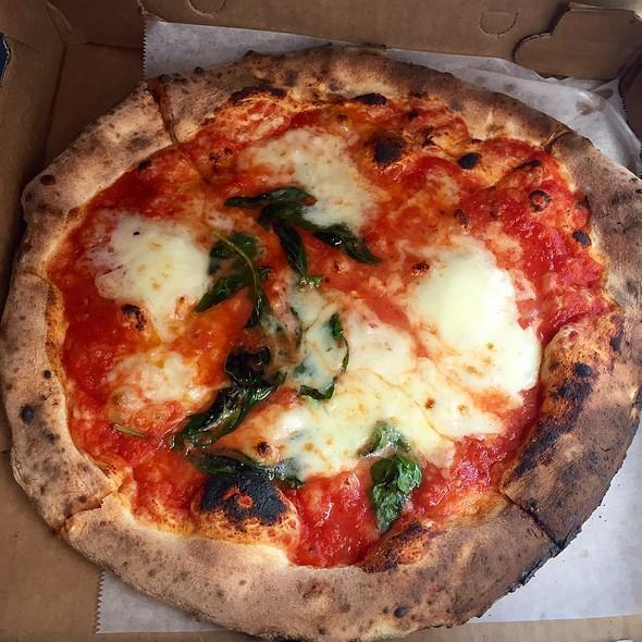 Pizza Margherita - Il Canale, Washington, DC