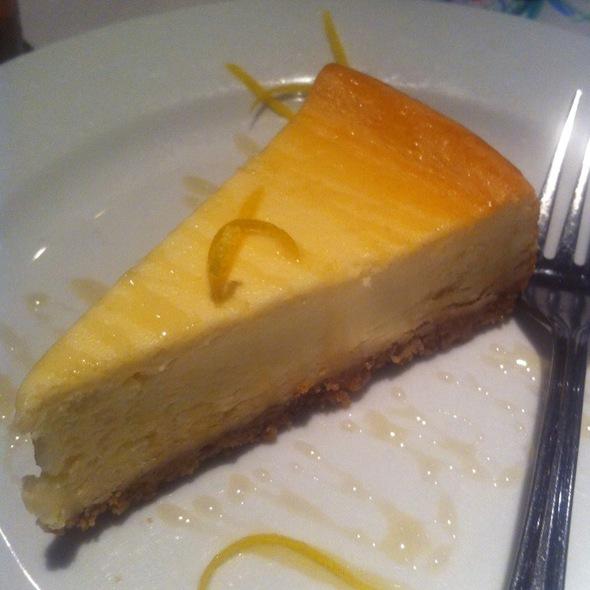 Macaroni Grill Lemon Cake