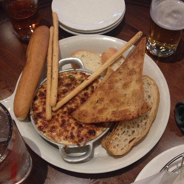 Beer Cheese Dip And Toast - Nine Fine Irishmen - New York - New York, Las Vegas, NV