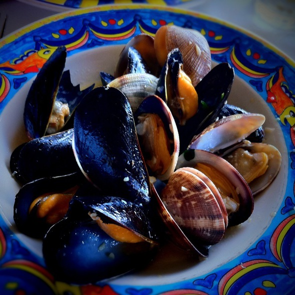 Combination Of Manila Clams And Mussels - Alioto's, San Francisco, CA