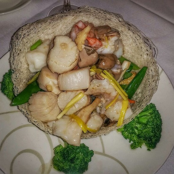 Hong Kong Style Seafood In Noodle Basket - Lai Wah Heen Restaurant, Toronto, ON