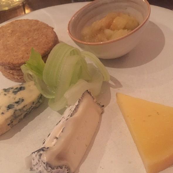 3 British Cheese Selection - Harwood Arms, London