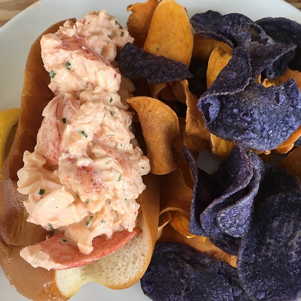 lobster roll - Ruschmeyer's, Montauk, NY