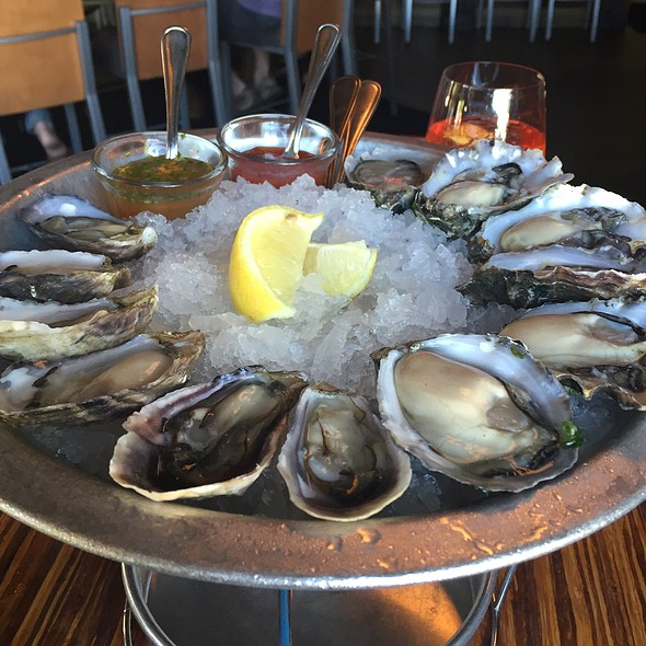 Assorted Raw Oysters - Willi's Seafood & Raw Bar, Healdsburg, CA