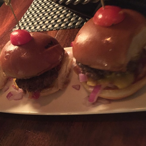 Cheeseburger Sliders - Ditka's Restaurant, Pittsburgh, PA